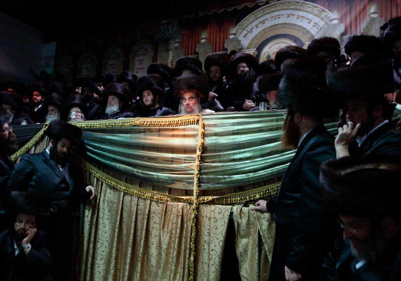 Подготовка к ортодоксальной еврейской свадьбе.