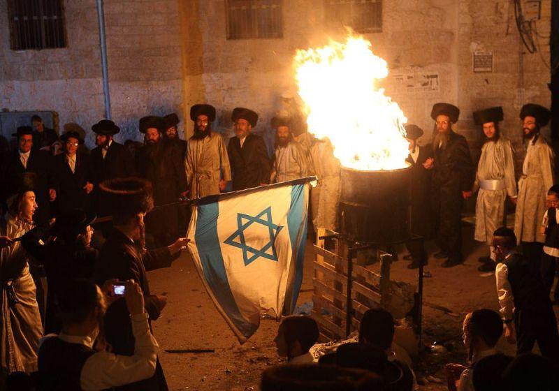 Отмечание праздника Лаг-ба-Омер, в ходе которого принято разжигать костры по всей стране.