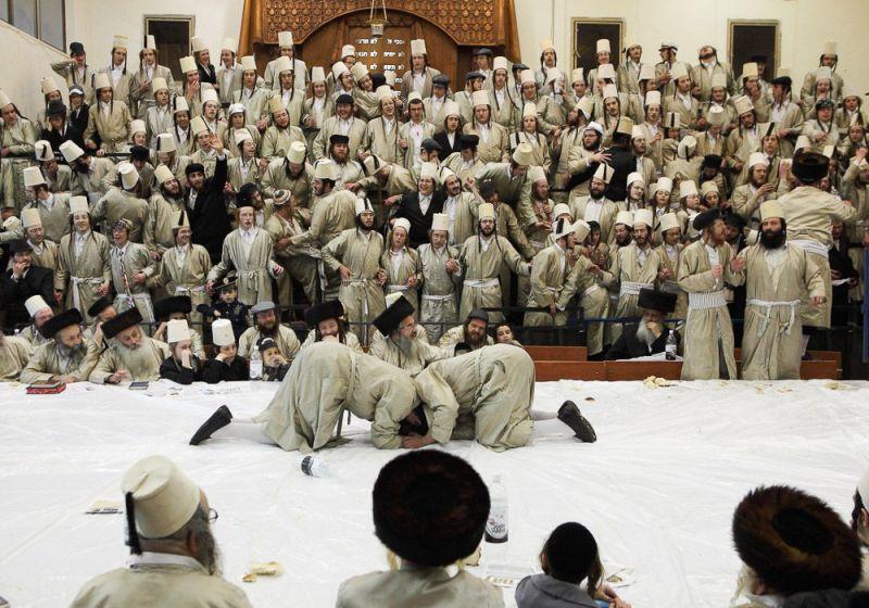 Традиционный мужской танец в честь праздника Пурим (праздника в память спасения евреев, проживавших на территории Персидской империи).