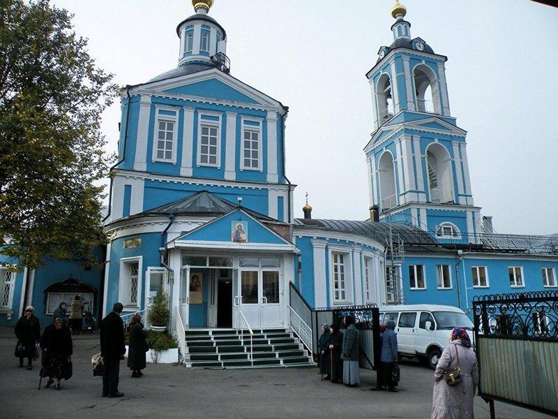 Храм во имя святых апостолов Петра и Павла в Сергиевом Посаде