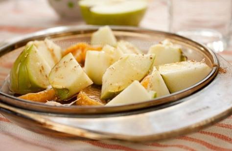 Овсянка с печеными яблоками и мандаринами